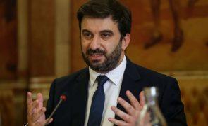 Covid-19: Ministro da Educação espera que menores possam ser vacinados até setembro
