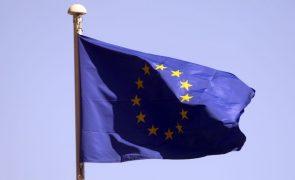 Bruxelas adverte Polónia que usará todos os poderes na defesa da lei europeia