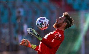 Guarda-redes José Sá assina por cinco anos com o Wolverhampton