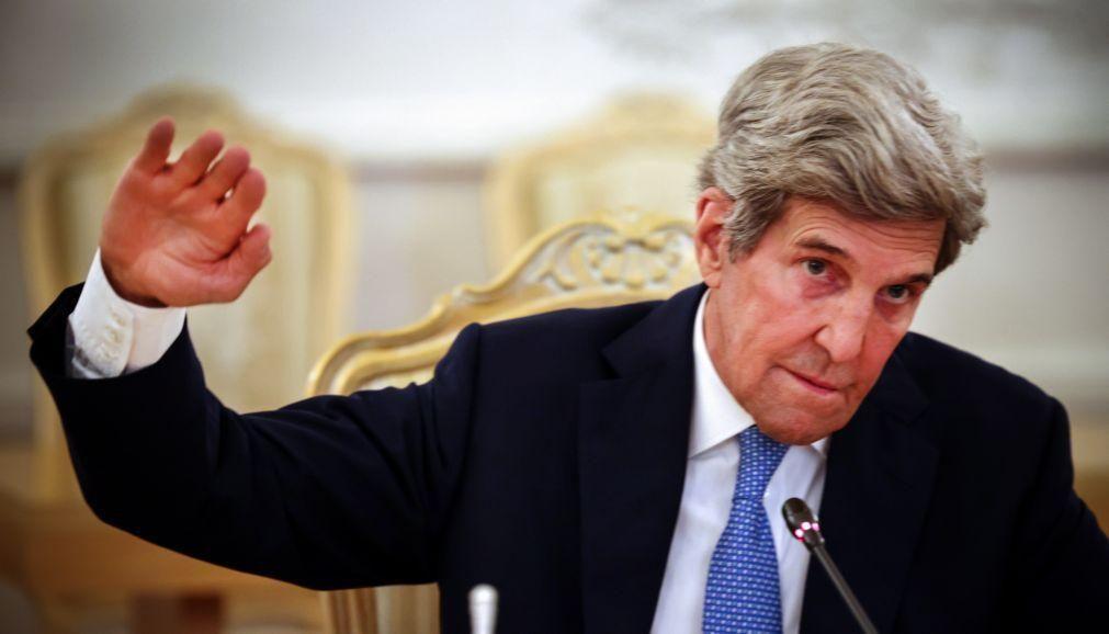 Putin propõe controlar gases de efeito estufa com satélites, segundo Kerry