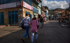 Prisão preventiva para 25 pessoas após violentos confrontos em Caracas