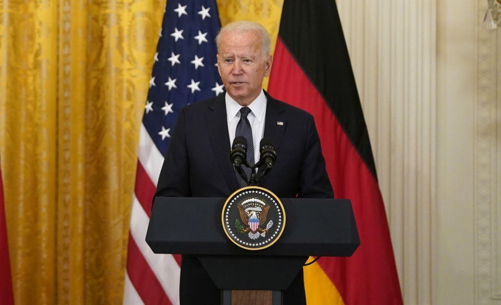 Biden dá início ao maior programa de combate à pobreza nos EUA desde os anos 60