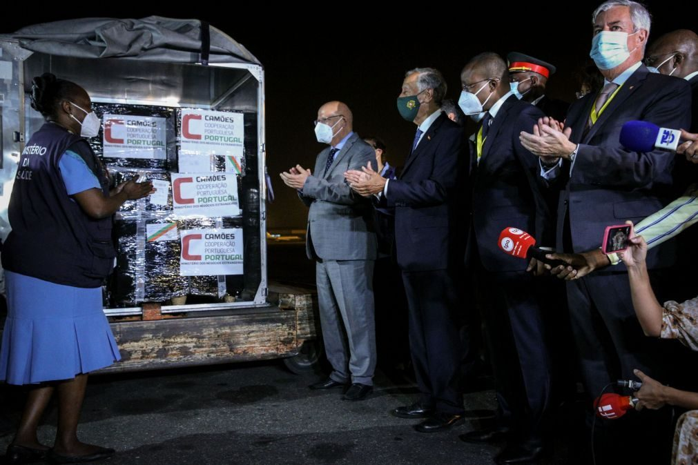 CPLP: Portugal entrega a Angola primeira remessa de 50 mil vacinas contra a covid-19