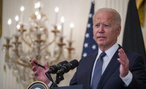 Biden admite enviar para Cuba