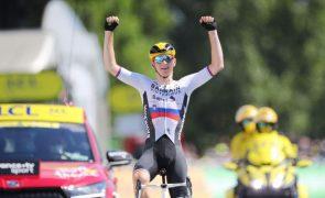 Tour: Matej Mohoric 'bisa' na 19.ª etapa, Tadej Pogacar mantém distâncias na geral