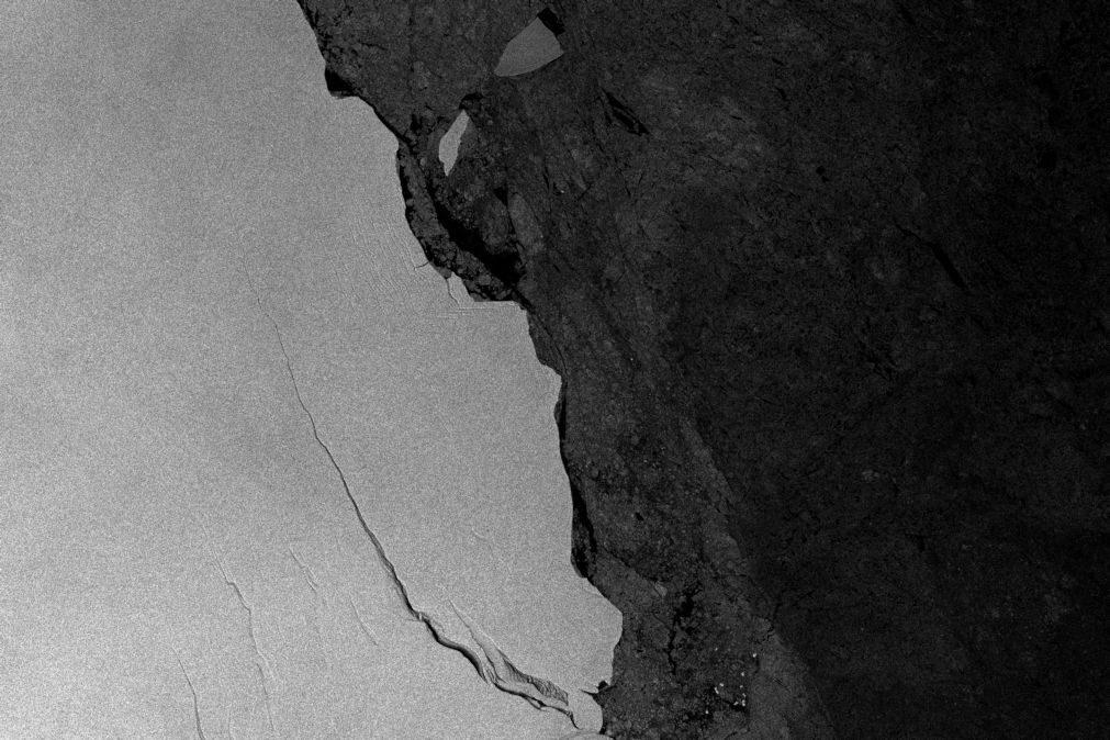 Um dos maiores icebergues já vistos está em formação após se soltar da Antártida