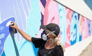 Sofia Castellanos pinta mural de 45 metros em Lisboa
