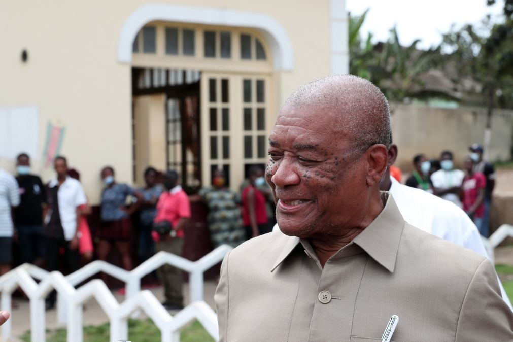 São Tomé/Eleições: Presidente cessante espera que sucessor respeite calendário eleitoral