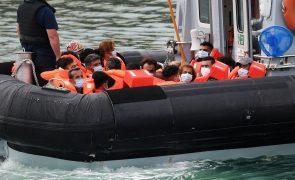Marinha francesa resgata 65 migrantes no Canal da Mancha