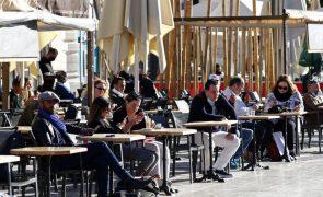 Covid-19: Número de infeções em França cresce quase 15% em 24 horas