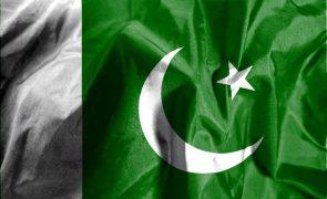Acidente de autocarro no Paquistão faz 28 mortos e 40 feridos