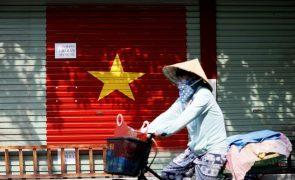 Covid-19: Surto da variante Delta no Vietname quadruplica o número de infetados