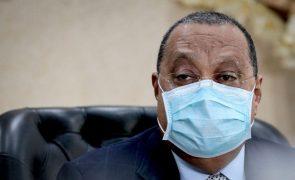 Quase 850 milhões de euros congelados no exterior por ordem de Angola