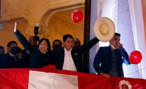 Candidato de esquerda Pedro Castillo proclamado Presidente eleito do Peru