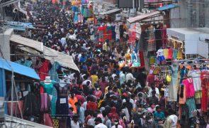 Mortes por covid-19 na Índia podem ser dez vezes superiores à contagem oficial