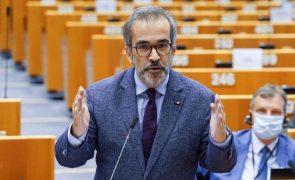 Vídeo de Paulo Rangel embriagado gera revolta. Eurodeputado condena violação da vida privada