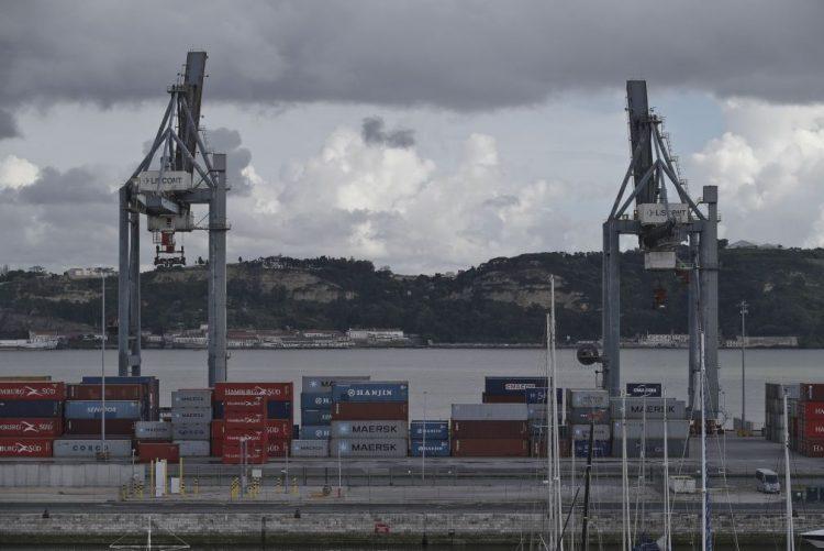 Exportações crescem 7,6% e importações aumentam 8,4% em novembro - INE