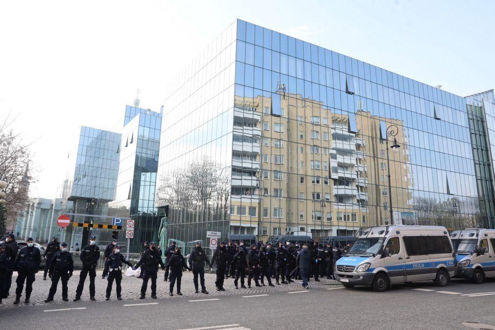 Maioria de juízes do Supremo Tribunal polaco pede acatamento de Tribunal Europeu