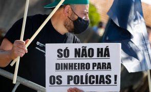 Cerca de 70 polícias em vigília em Coimbra por subsídio de risco