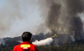 Incêndios: Sete meios aéreos e 168 bombeiros combatem fogo na Covilhã