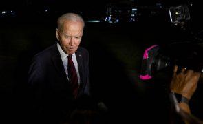 Covid-19: Biden apela à vacinação numa altura em que casos quase triplicaram