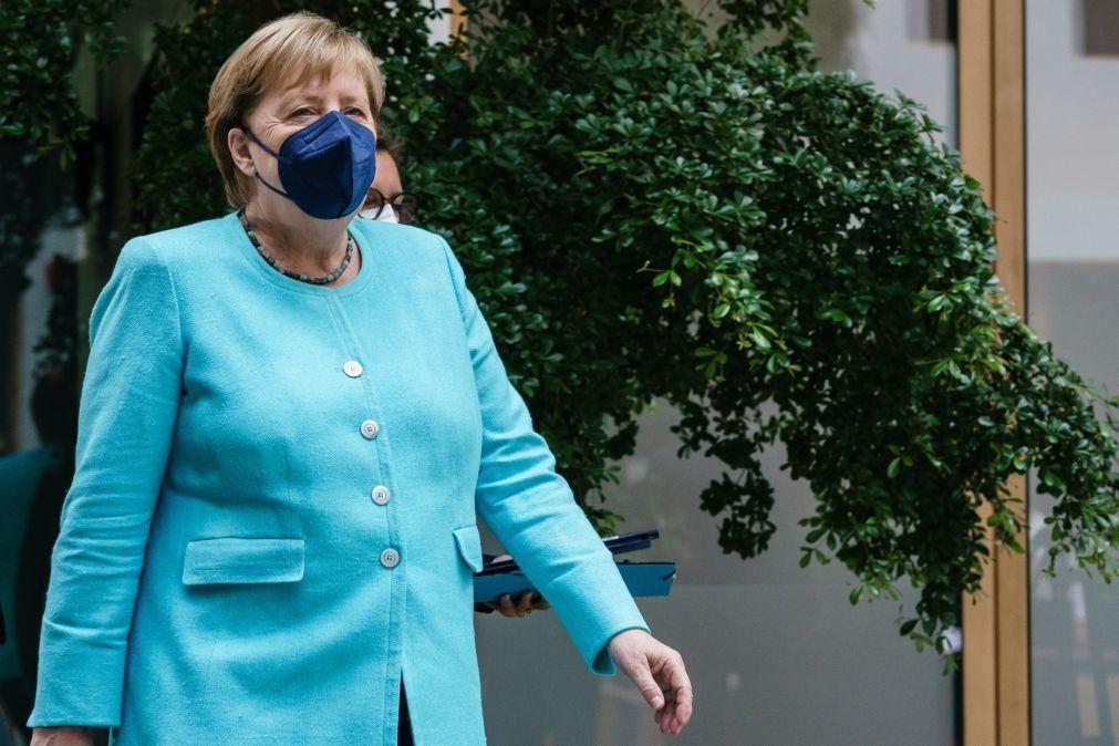 Covid-19: Merkel preocupada com dinâmica