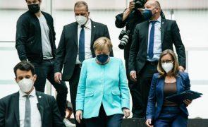Merkel defende mais restrições na venda de programas de vigilância informática
