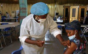 Covid-19: África tem de aumentar vacinação para imunizar 10% dos mais vulneráveis - OMS