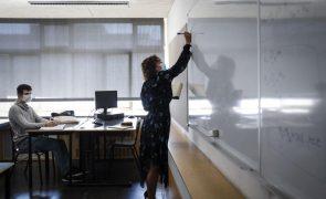 Parlamento chumba vinculação de docentes com mais de cinco anos de serviço