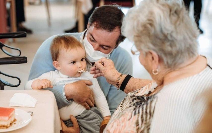 Charles do Luxemburgo Filho dos grão-duques herdeiros visita lares e faz as delícias dos idosos | Fotos