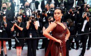 Georgina Rodriguez Arrasa com vestido