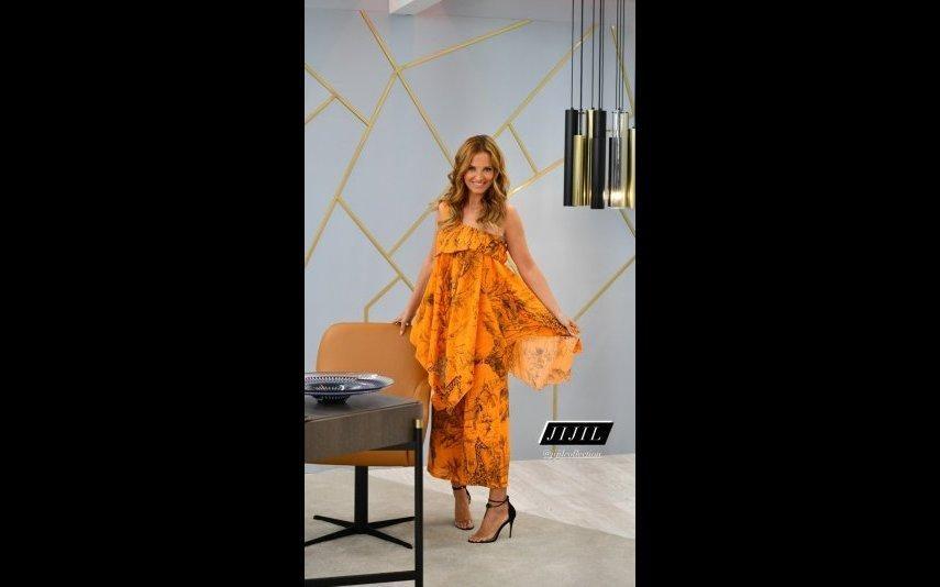 Cristina Ferreira Tudo sobre o conjunto assimétrico e fora do vulgar, em tons de laranja, adorado pelos telespectadores