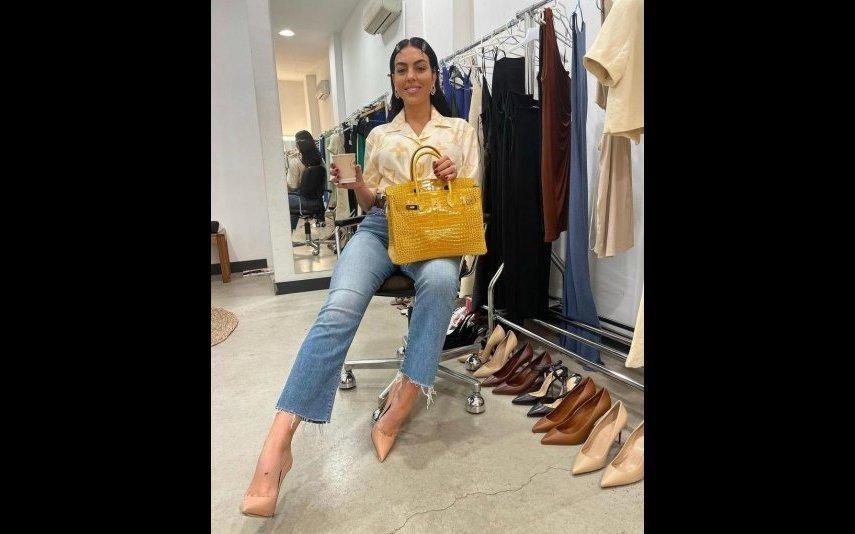 Georgina Rodriguez Aposta em camisa de pijama para completar look de mais de 60 mil euros