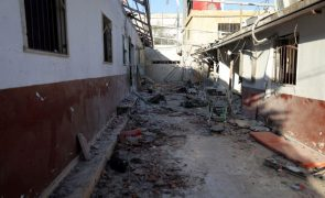 Novos bombardeamentos do regime sírio matam sete civis, incluindo crianças