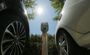 Veículos elétricos terão de se credenciar para terem descontos de 75% nas ex-SCUT - ministra