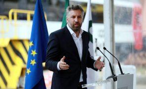 Ministro critica diferença de atenção dada a greves e capacidade de as evitar