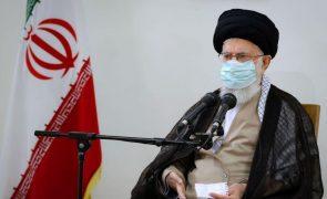 Ali Khamenei pede a manifestantes para não fazerem o