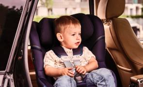 Este dispositivo envia uma notificação caso uma criança fique esquecida no carro