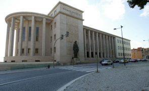 Extinto fogo no telhado do Palácio da Justiça do Porto