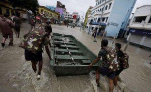 Autoridades sobem para 138 número de mortes por inundações no oeste da Índia