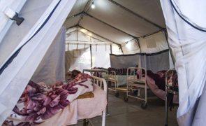 Covid-19: Ministro da Saúde de Moçambique alerta para falta de camas dentro de