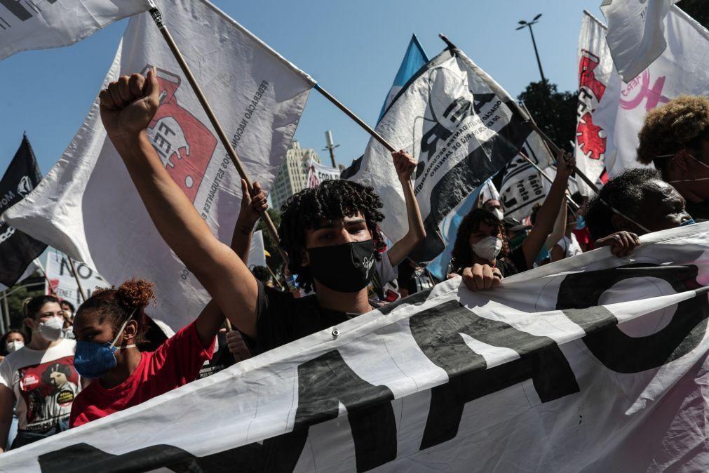 Milhares nas ruas do Brasil para exigir destituição do Presidente Bolsonaro