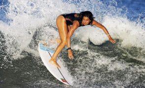 Tóquio2020: Teresa Bonvalot na terceira ronda na estreia do surf feminino