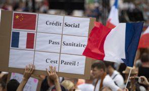 Covid-19: Senado francês aprova passe sanitário com modificações