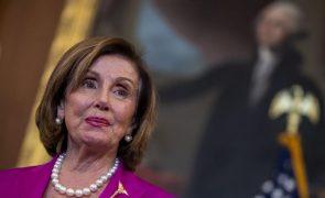 Pelosi escolhe críticos de Trump para investigar ataque ao Capitólio dos EUA