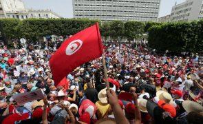 Milhares de manifestantes protestam contra a classe política na Tunísia