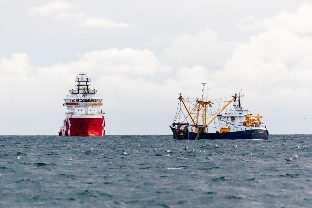 Londres e Paris assinam acordo de segurança marítima para o Canal da Mancha