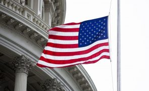 Covid-19: EUA voltam a colocar Portugal na lista de destinos a