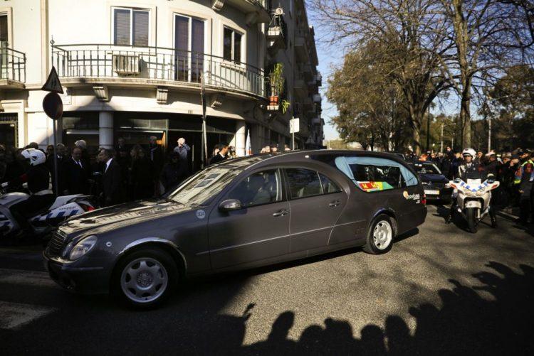 Mário Soares: Milhares de pessoas seguiram cortejo entre Campo Grande e Jerónimos