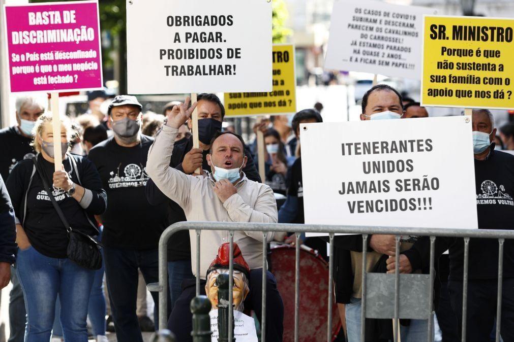 Covid-19: Empresários de diversão itinerante manifestam-se em Lisboa para pedir resposta ao Governo